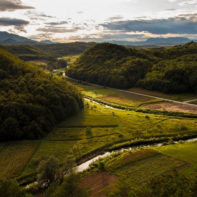 Pogled s Vražjeg stolčeka - dolina Bednje, obronci Ivančice i Ravna Gora u daljini