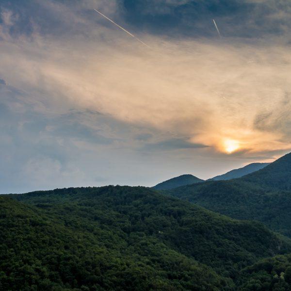 Suton nad vrhovima Ivančice.